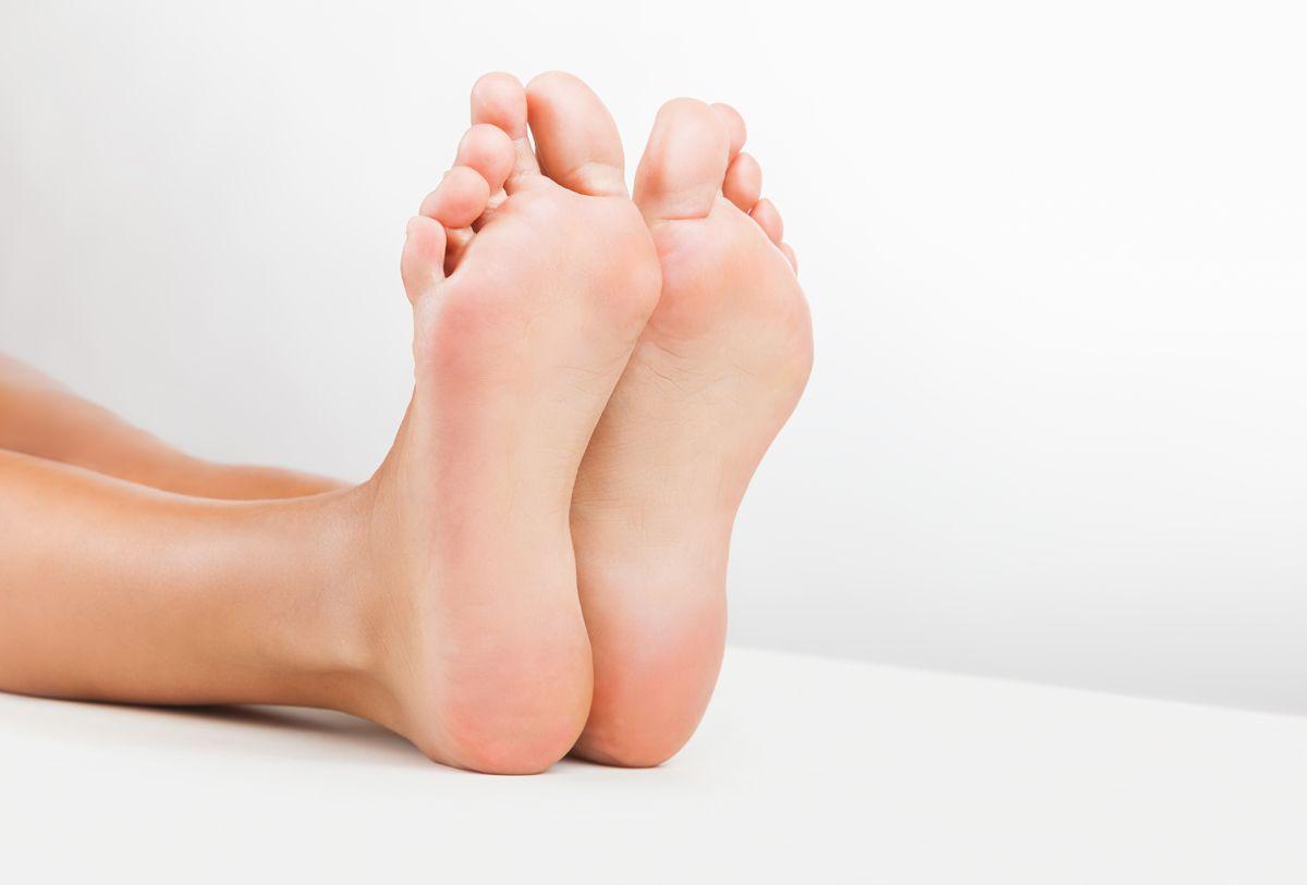 Сухие мозоли на стопах и мизинцах ног: лечение в домашних условиях